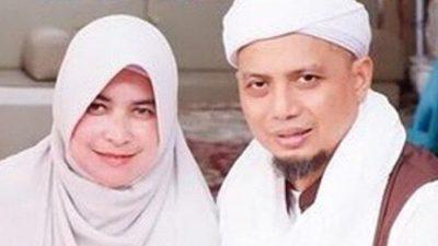 9 Tahun Dipoligami Tak Pernah Iri, Inilah Sosok Istri Pertama Mendiang Ustadz Arifin Ilham