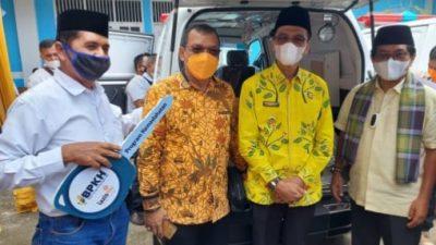 Anggota DPR RI John Kenedi Aziz Serahkan 3 Unit Ambulance Untuk Sumbar
